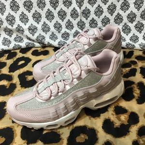 Nike Shoes - NEW NEVER USED WOMENS NIKE AIR MAX 95  SE GLITTER 39f186fba